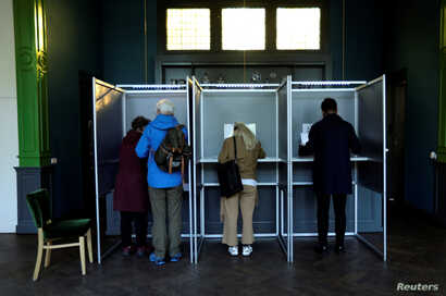 Voter cast their ballots in the European elections at Tolhuis in Amsterdam, May 23, 2019.