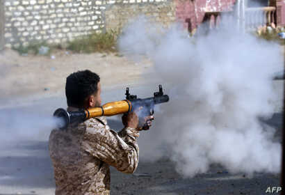 A Libyan fighter loyal to the Government of National Accord fires a rocket propelled grenade during clashes with forces loyal to strongman Khalifa Haftar south of the capital Tripoli's suburb of Ain Zara, April 20, 2019.