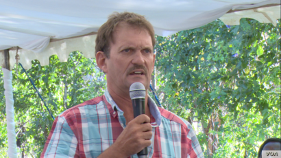 Doug Taylor Freeme, a former leader of the predominantly white Zimbabwe Commercial Farmers Union, spoke at a public meeting in Chinhoyi town, Zimbabwe, May 10, 2019.