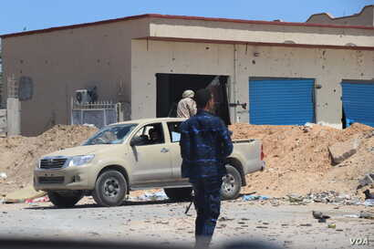 Soldiers with the U.N.-recognized Government of National Accord exchange fire with Khalifa Haftar's Libyan National Army in the suburbs of Tripoli, Libya, April 28, 2019.