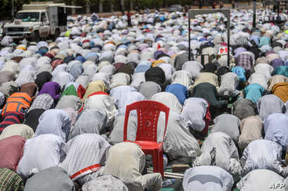 Sudanese protesters perform a Friday Muslim prayer during a sit-in outside the army headquarters in the capital Khartoum, April 26, 2019.