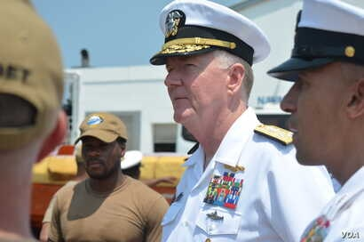 The U.S. Navy's James Foggo, in Ghana to participate in a conference on international maritime defense, meets with Navy personnel. (Stacey Knott for VOA)