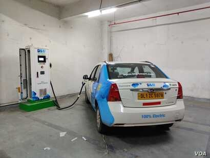 Due to a deficient charging infrastructure for electric vehicles, India is promising subsidies to build charging stations. (A. Pasricha/VOA)