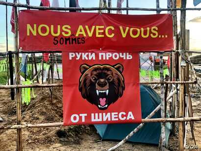 "The flag reads ""Hands Off Shiyes."" The slogan has become a rallying cry for Russians across the north. (C. Maynes)"