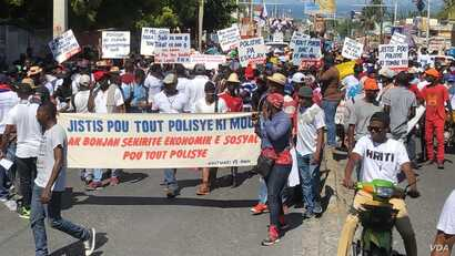Haiti's policemen take to the streets to demand justice, better work conditions and the right to unionize in Port au Prince, Oct 27 , 2019.