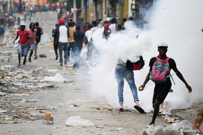 People clash with security forces during a protest to demand the resignation of Haitian President Jovenel Moise, in Port-au-Prince, Haiti September 30, 2019.