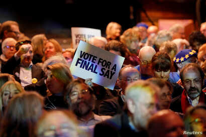 """People attend a """"Stop the Brexit landslide"""" rally in London, Britain, December 6, 2019. REUTERS/Thomas Mukoya - RC2TPD902I6B"""