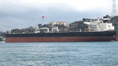 Large supertankers carrying hazardous loads use daily the Bosporus waterway, which bisects Istanbul, a city of over 15 million people.  (Dorian Jones/VOA News)