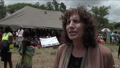 Dr. Laura Stachel, co-founder and executive director of the California-based We Care Solar, delivers solar panels to a hospital in Beatrice, Zimbabwe, Feb. 13, 2020. (Columbus Mavhunga/VOA)