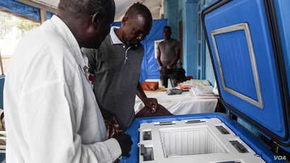 Al-Shabbah Children's Hospital, the only pediatric medical facility in South Sudan, uses a solar-powdered fridge provided by UNICEF to store vaccines. (Chika Oduah/VOA)