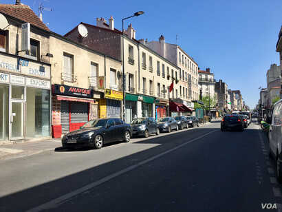 Shuttered shops and empty sidewalks on the normally bustling Avenue de Paris in Montreuil. (Lisa Bryant/VOA)