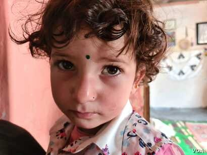 Zaineb, 3, cries from hunger, in Istanbul, May 20, 2020. (VOA/Heather Murdock)