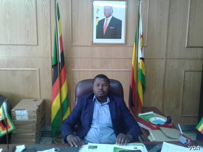 """FILE - Tafadzwa Mugwadi, spokesman for the ruling Zanu PF party, seen here July 21, 2020, in Harare, dismissed concerns by Western diplomats as """"rubbish,"""" saying they had no right to lecture Zimbabwe about human rights. (Columbus Mavhunga/VOA)"""