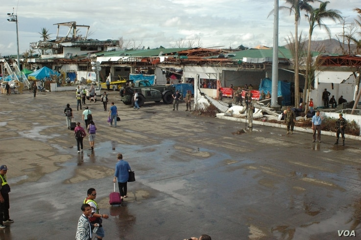Tacloban airport's terminals were destroyed by the typhoon. Some limited commercial traffic is now utilizing the airport again, Nov. 21, 2013. (Steve Herman/VOA)