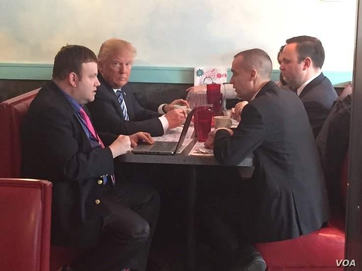 Donald Trump eats breakfast at the Airport Diner in Manchester, NH on the morning of the primary, Feb. 6, 2016. (Katherine Gypson/VOA)