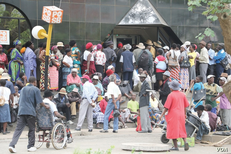 FILE - Pensioners queue outside a bank in Harare, Zimbabwe, March 14, 2016. (S. Mhofu)