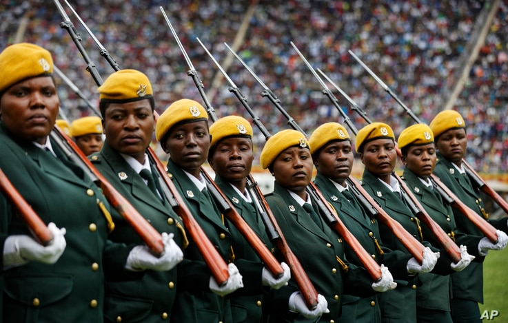Zimbabwean military turn their heads toward the new president as they parade at the inauguration ceremony of President Emmerson Mnangagwa in the capital Harare, Zimbabwe, Nov. 24, 2017.