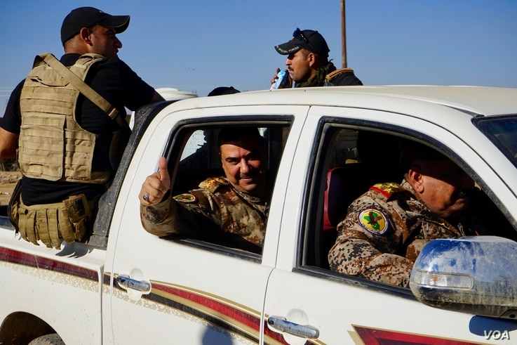An Iraqi general gives the thumbs up, celebrating the breach of Mosul's city limits by his forces, Nov. 3, 2016. (Photo: Jamie Dettmer for VOA)