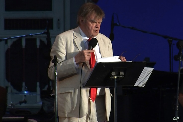 "writer and humorist Garrison Keillor hosts his final broadcast of the weekly radio variety show ""A Prairie Home Companion"" on July 1, 2016, at the Hollywood Bowl in Los Angeles, Calif. (AP)"