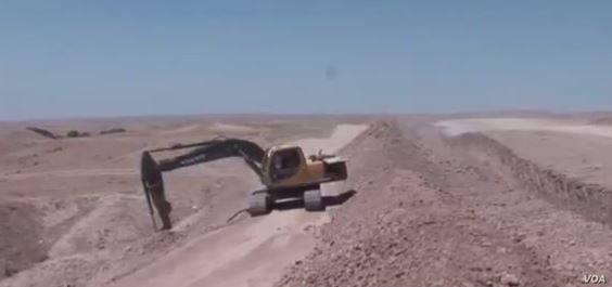 An Iraqi excavator digging a trench outside of Baghdad on Feb. 9, 2016. Sunnis and Kurds are concerned the work may be politically motivated. (Courtesy of Salah Bamarni)