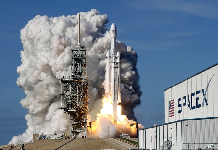 A Falcon 9 SpaceX heavy rocket lifts off from pad 39A at the Kennedy Space Center in Cape Canaveral, Fla., Feb. 6, 2018.