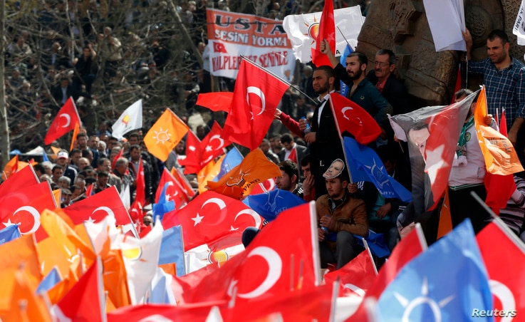 Supporters of the ruling AK Party wave Turkish and party flags during an election rally in Konya, central Turkey, March 28, 2014.
