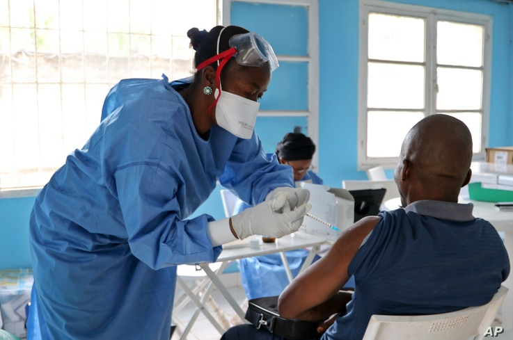 A World Health Organization aid worker from the Democratic Republic of the Congo gets vaccinated in Mbandaka, May 30, 2018. More than 680 people have received Ebola vaccinations in the three health zones where dozens of cases of the deadly virus have