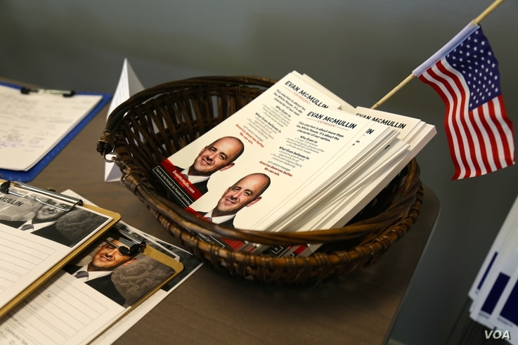 McMullin campaign gear is on display at Evan McMullin's campaign headquarters in Salt Lake City. (R. Taylor/VOA)