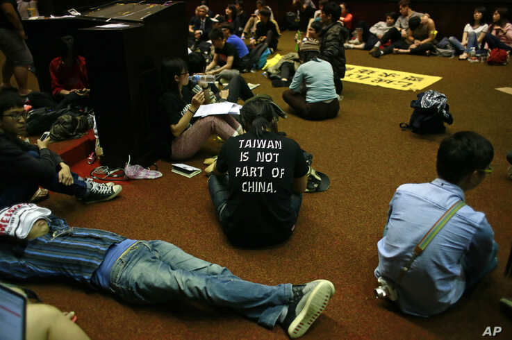 Students protesting against a China Taiwan trade pact occupy the legislature floor, in Taipei, Taiwan, Thursday, March 20, 2014. Hundreds of opponents of a trade pact with China continued to demonstrate in and around Taiwan's legislature Thursday, in