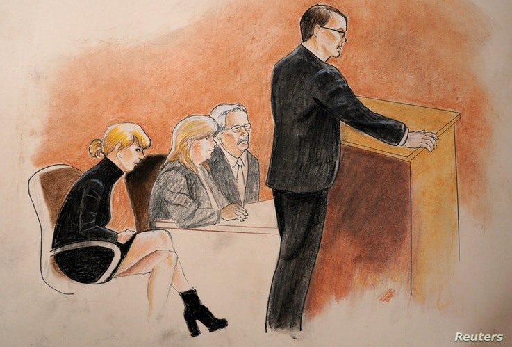 Taylor Swift, mother Andrea and attorney Jesse Schaudies (at table) listen to closing arguments in Denver Federal Court where the Taylor Swift groping trial goes on in Denver, Aug. 14, 2017.