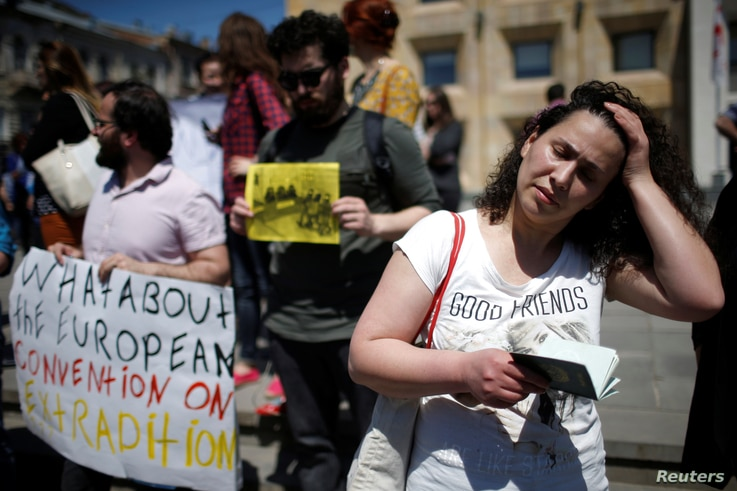 Leyla Mustafayeva, wife of Azerbaijani journalist Efqan Mukhtarli attends a rally in support of her husband in Tbilisi, Georgia, May 31, 2017.