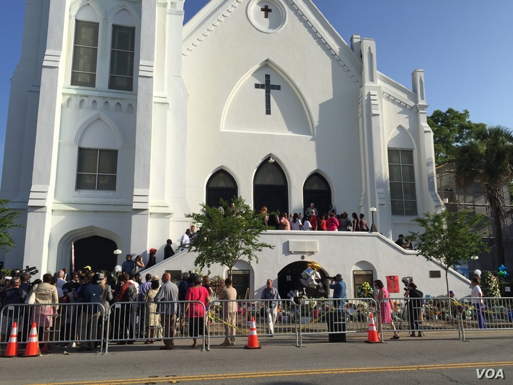 People gather ahead of worship services at the Emanuel AME Church in Charleston, South Carolina, June 21, 2015. (Jerome Socolovsky/VOA)