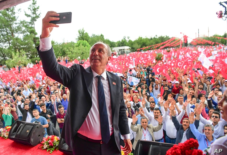 Muharrem Ince, presidential candidate of Turkey's main opposition Republican People's Party, takes a picture as he addresses an election rally in Diyarbakir, June 11, 2018.