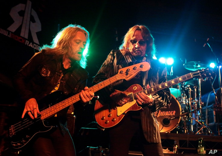 Chris Wyse, left, and Ace Frehley perform in concert at The Chameleon Club on Tuesday, Oct. 4, 2016, in Lancaster, Pa.