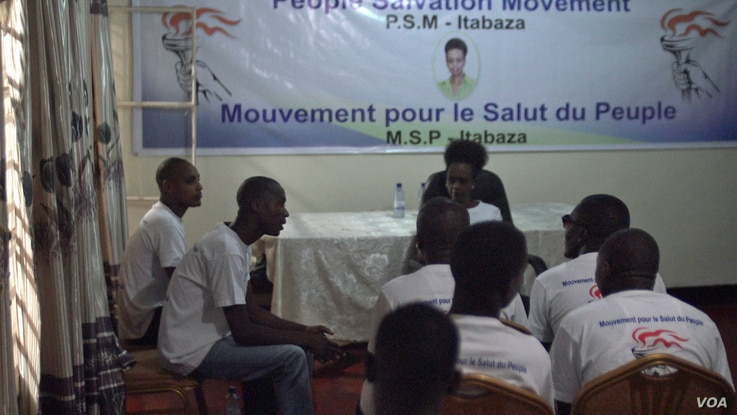 Diane Shima Rwigara, a political dissident, speaks with fellow members of the People Salvation Movement. (Z. Baddorf for VOA)
