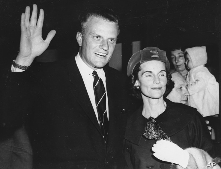 Evangelist Billy Graham, shown with his wife, Ruth on arrival in London, June 6, 1959.