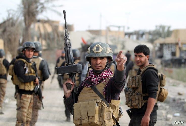Members of Iraq's elite counter-terrorism service secure the central Ramadi's Hoz neighborhood after Islamic State jihadists abandon their last stronghold in the Anbar province capital, Dec. 27, 2015.