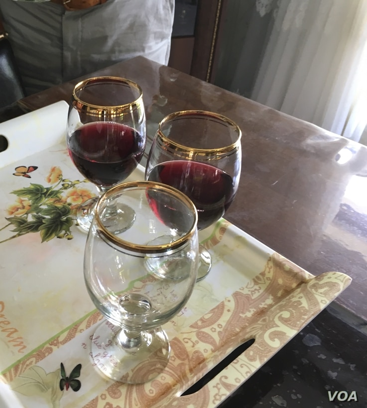 "Wine glasses are seen filled with ""21 Rays,"" a red wine made in Iraqi Kurdistan. The wine's producer, ""Nabaz,"" hopes to one day export it to the world market. (S. Behn/VOA)"