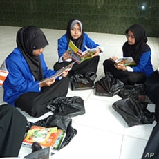 Students reading comics about Muslims teenagers dealing with stereotypes and ethical dilemmas.