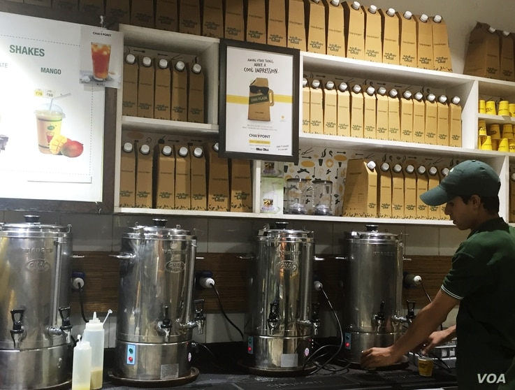 Disposable flasks stacked up to deliver tea to homes and offices. (A. Pasricha/VOA)