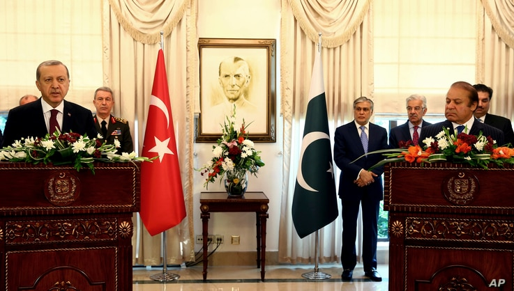 Pakistan's Prime Minister Nawaz Sharif, right, and Turkey's President Recep Tayyip Erdogan speak to the media during a joint news conference after their talks, in Islamabad, Pakistan, Thursday, Nov. 17, 2016.