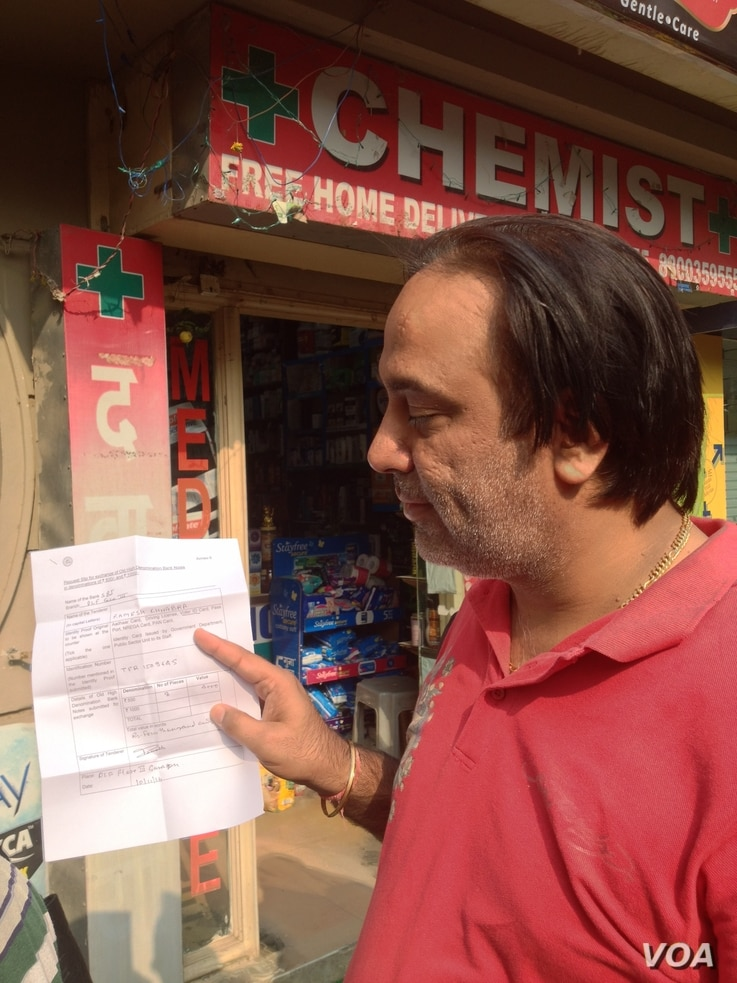 Store owner Ramesh Chhabra says he does not mind the inconvenience involved in the switchover to new notes if it will clean up the system. (A. Pasricha/VOA)