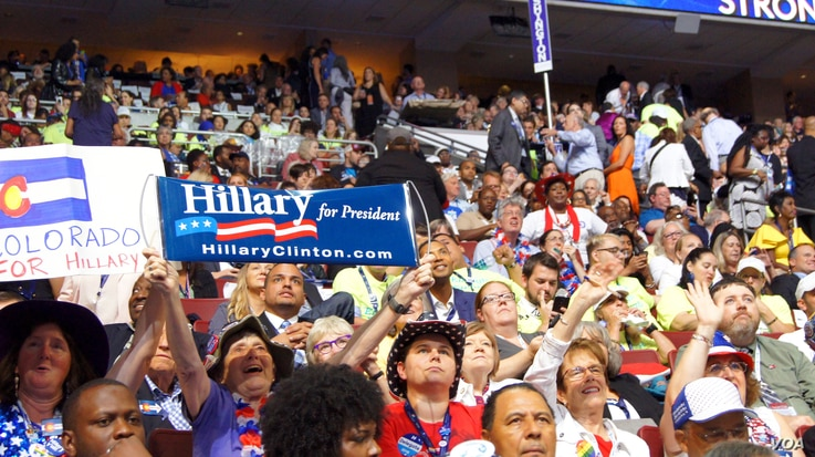 More supporters and delegates cheering early in the fourth night of the Democratic National Convention in Philadelphia, July 28, 2016. (Satarupa Barua/VOA)