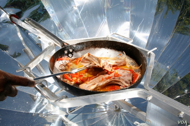 The SunFire parabolic cookers are very good at frying food (Photo: Sunfire)