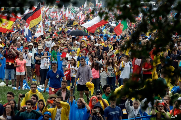 Youths participating in the World Youth Days wait for the arrival of Pope Francis in Krakow's Jordan Park, Poland, July 28, 2016. The Pope is on a five-day visit to Poland which will culminate with the World Youth Day on Sunday.