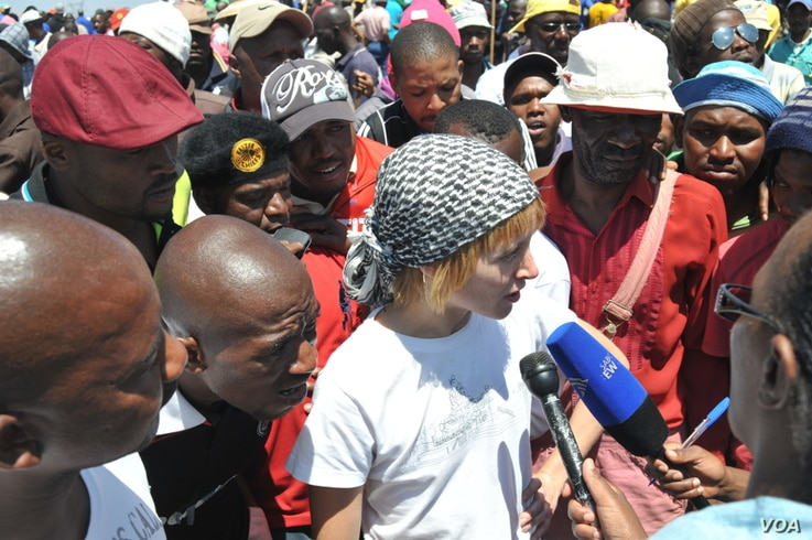 Striking workers surround Liv Shange, a leader of South Africa's Workers and Socialist Party at a protest near Johannesburg. (Courtesy WASP)