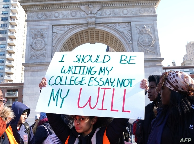 Students from Harvest Collegiate High School stand in Washington Square Park on March 14, 2018 in New York to take part in a national walkout to protest gun violence, one month after the shooting in Parkland, Florida, in which 17 people were killed.