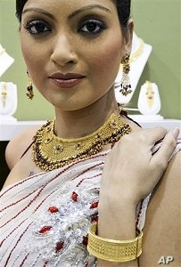 Model displays newly launched gold jewelry on the eve of Hindu festival 'Dhanteras' in Calcutta, India (file photo)