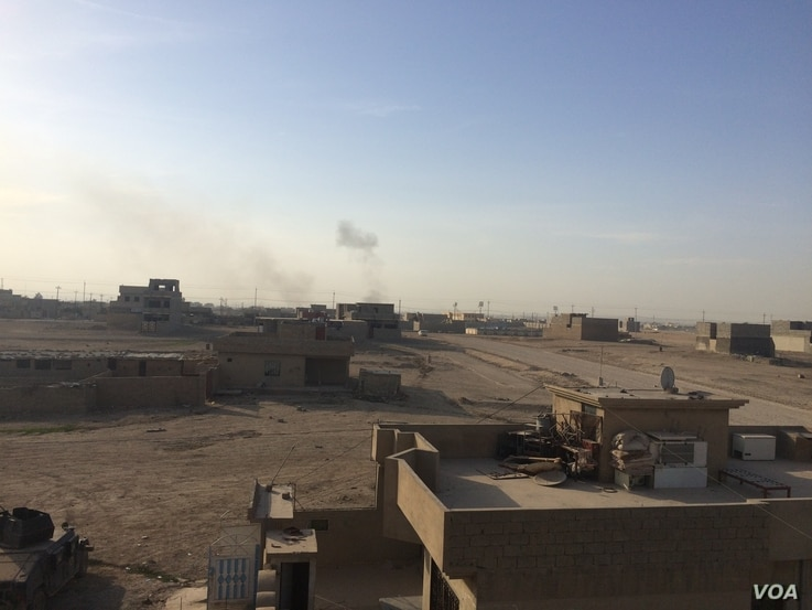 Plumes of smoke mark the heart of the battles in Mosul's inner city, taken from the suburbs on 12 Novermber 2016 (H.Murdock/VOA)