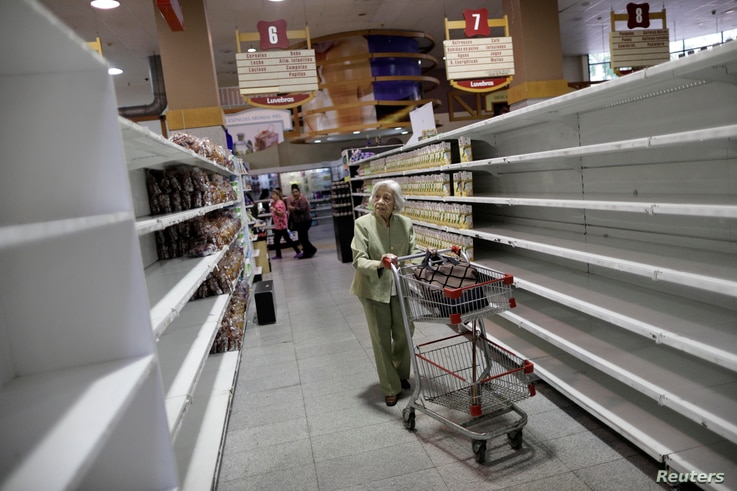 People buy food and other staple goods inside a supermarket in Caracas, Venezuela, July 25, 2017.